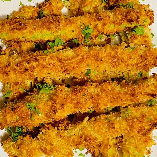 Panko-Parmesan-Crusted-Baked-Zucchini-Fries-on-white-plate