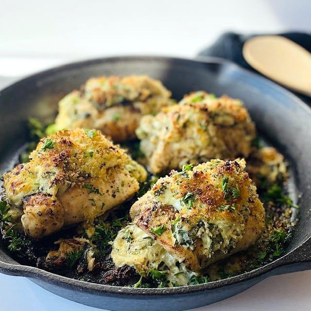 Spinach-Artichoke-Chicken-in-cast-iron-skillet