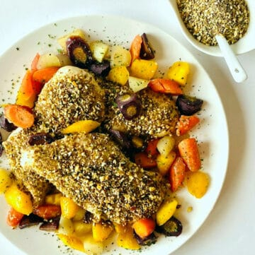 Dukkah-Spice-Chicken-on-plate-with-side-of-dukkah-spice