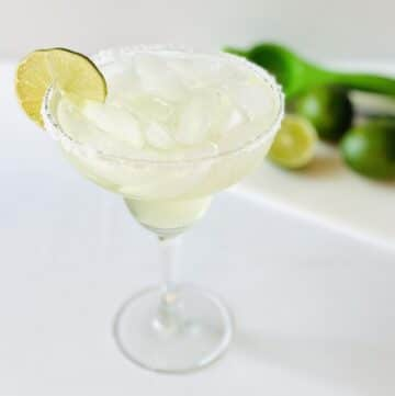 vodka-margarita-in-glass-limes-in-background