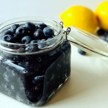 blueberry-vodka-in-jar-lemons-and-blueberries-in-background
