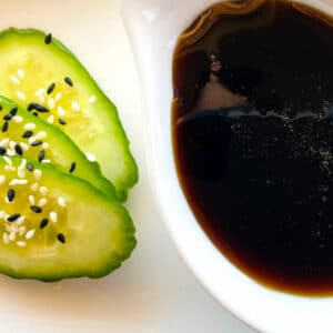 eel-sauce-in-dish-with-cucumber