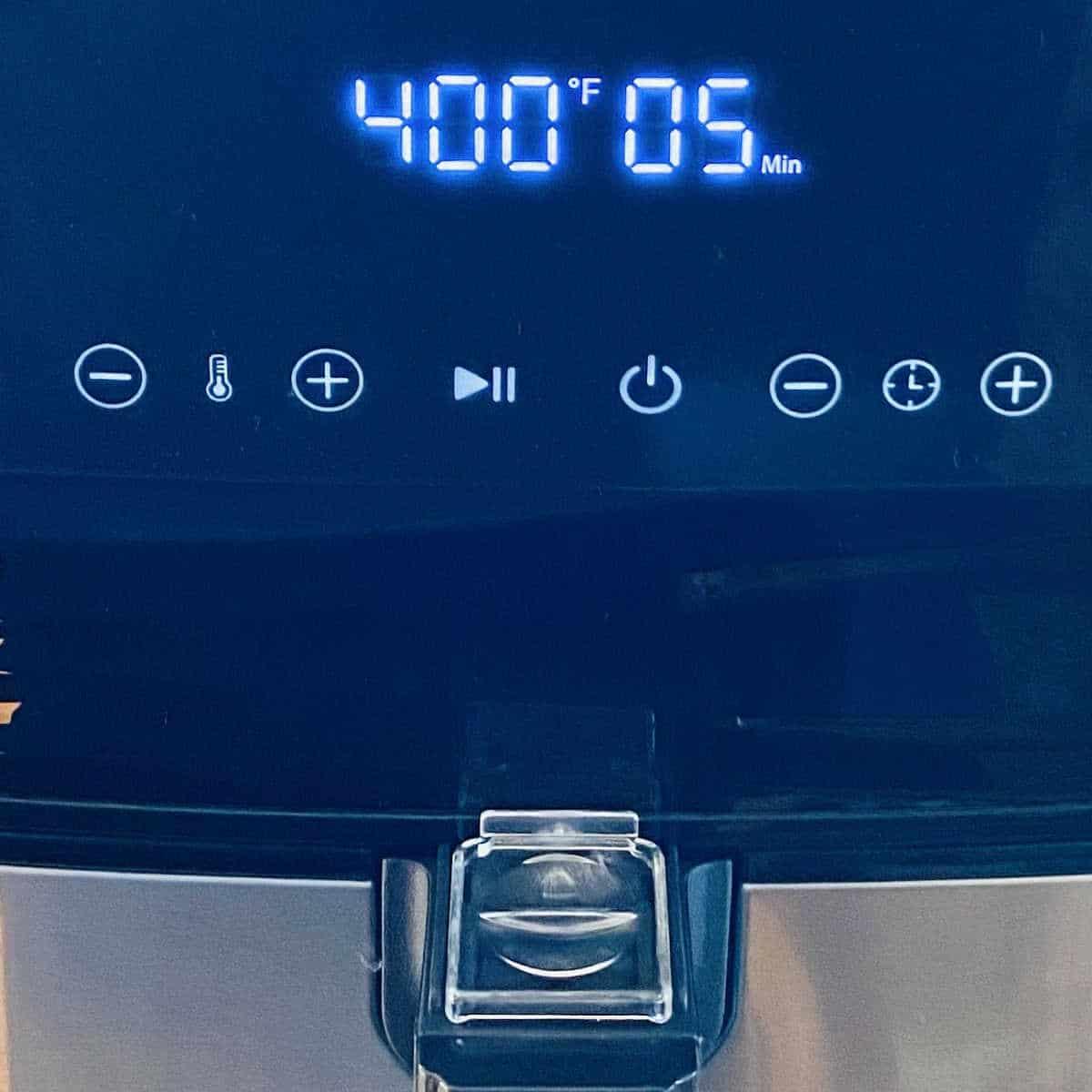 front of air fryer showing preheat temperature gauge