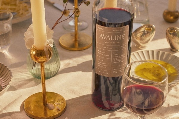 avaline wine on a tablescape