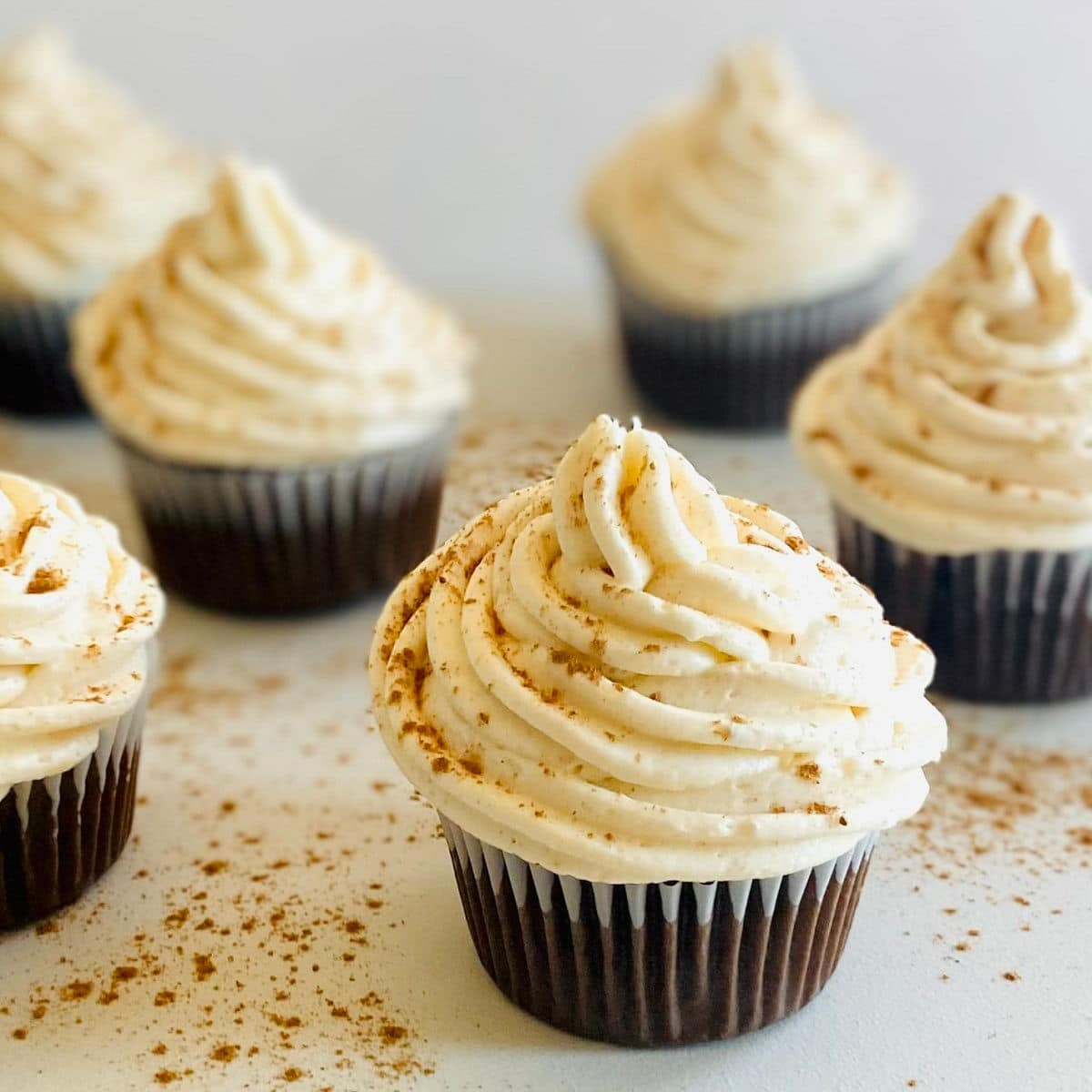 six chocolate cupcakes with cream cheese frosting no butter