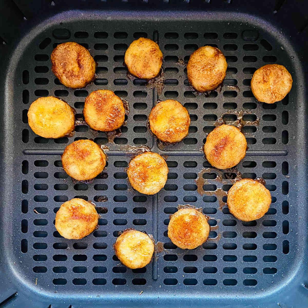 air fryer bananas in air fryer basket